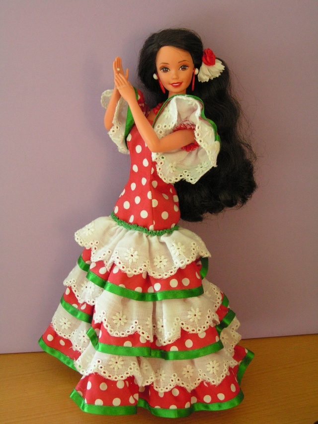 DOLLS OF THE WORLD Pict4417