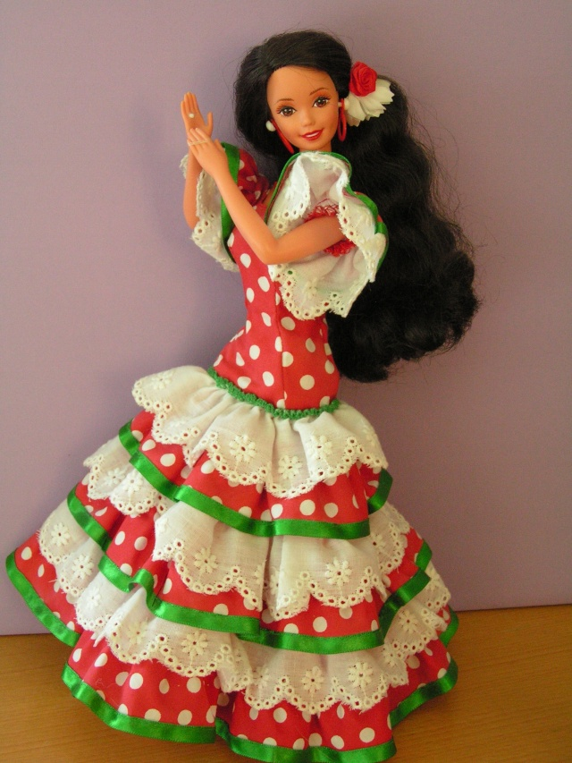 DOLLS OF THE WORLD Pict4418