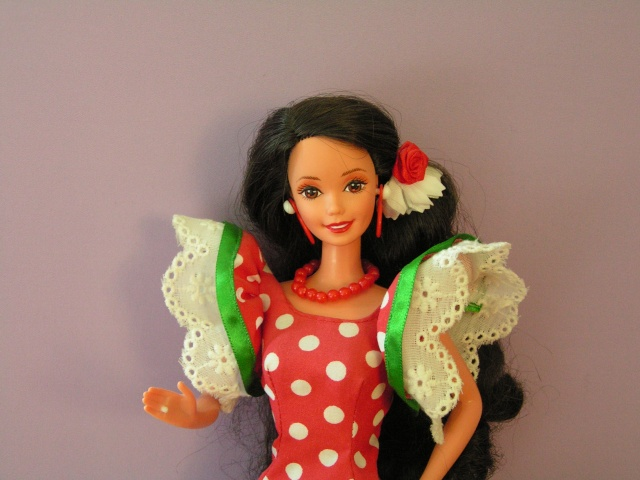 DOLLS OF THE WORLD Pict4419