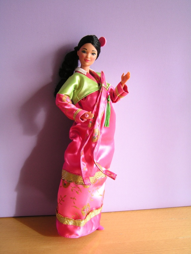 DOLLS OF THE WORLD Pict4815