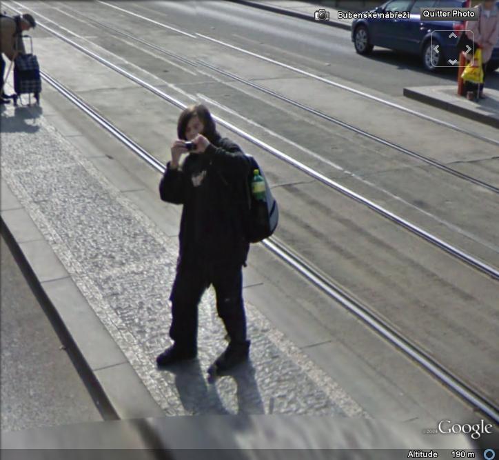 STREET VIEW : la Google car dans tous ses états ! - Page 2 Prague10