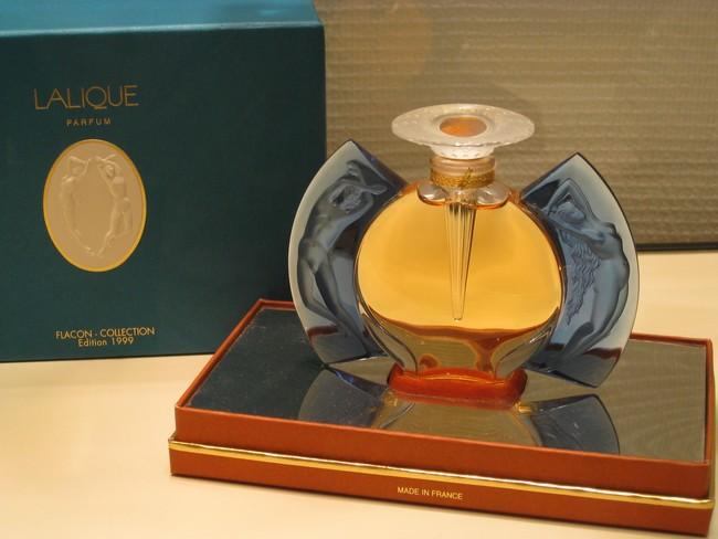 exposition de flacons de parfums Rimg_145