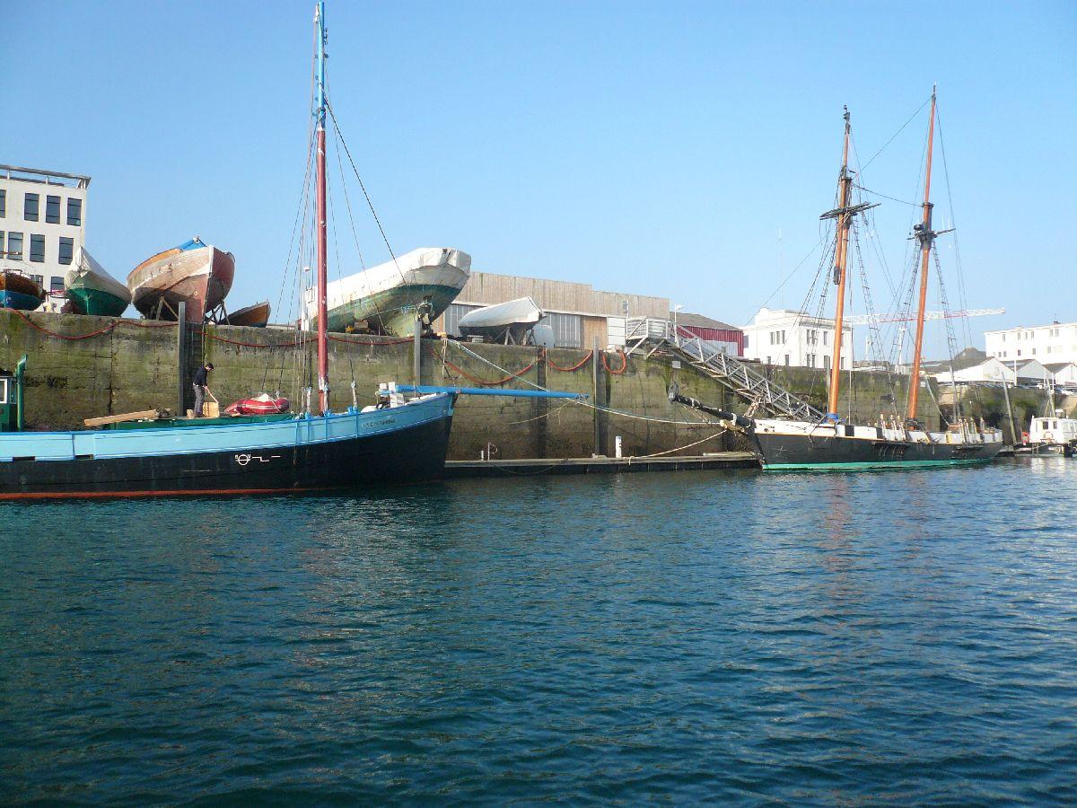 [Les ports militaires de métropole] Port de Brest - TOME 1 - Page 20 15_por10