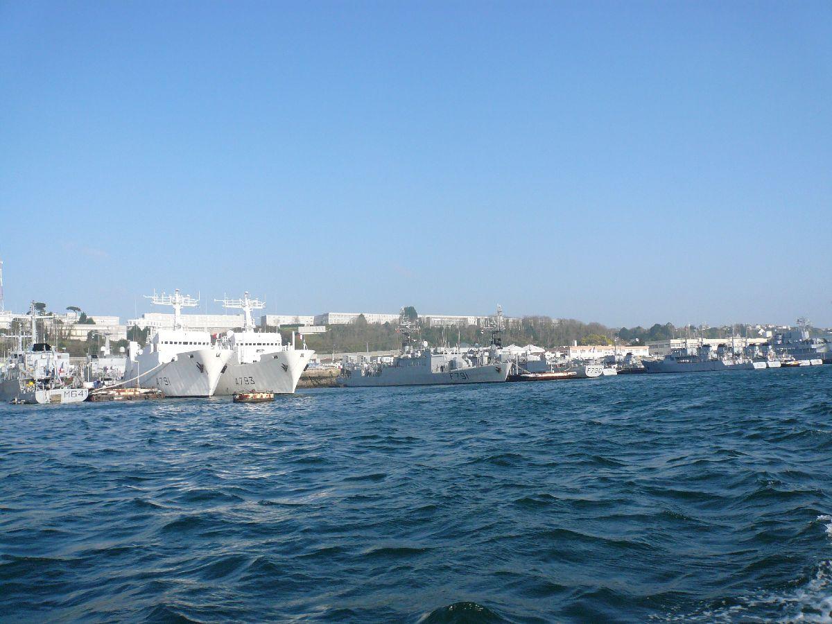 [Les ports militaires de métropole] Port de Brest - TOME 1 - Page 20 32les_10