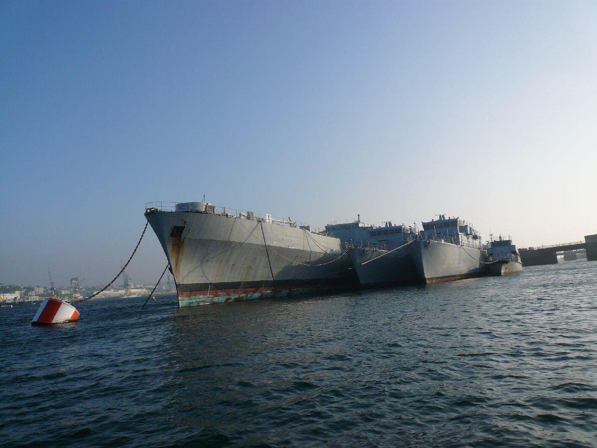 [Les ports militaires de métropole] Port de Brest - TOME 1 - Page 20 9ils_a10
