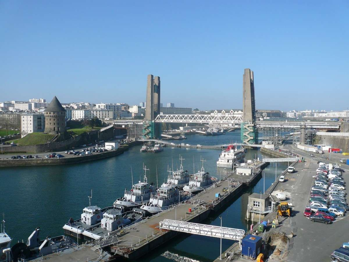 [Vie des ports] BREST Ports et rade - Volume 001 - Page 4 Recouv10