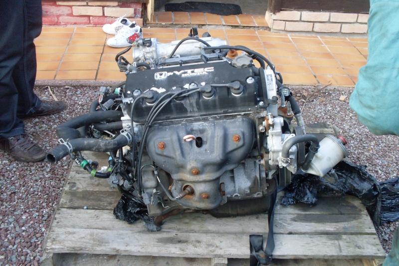 Sedan EH9: Nouveau moteur posé .  - Page 3 Sdc11016