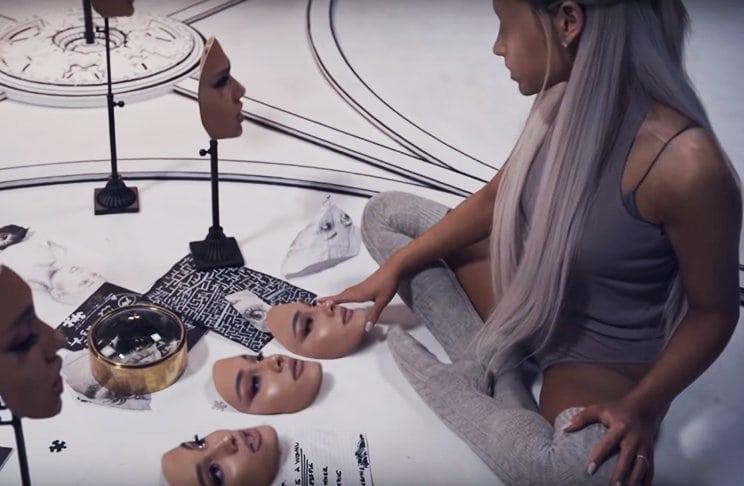 NO HAY LÁGRIMAS PARA LLORAR (Ariana Grande) Leadte10