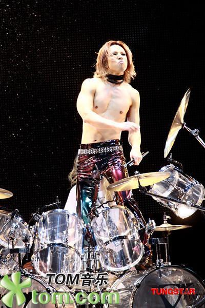 Photos de Yoshiki - Page 4 12321511