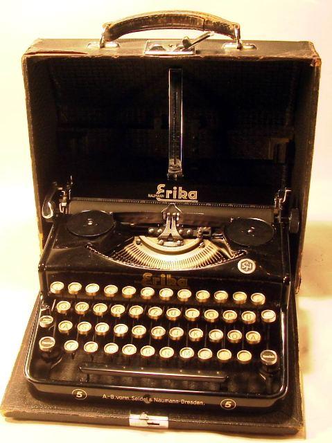 une Machine à écrire ERIKA SS Rimg0010
