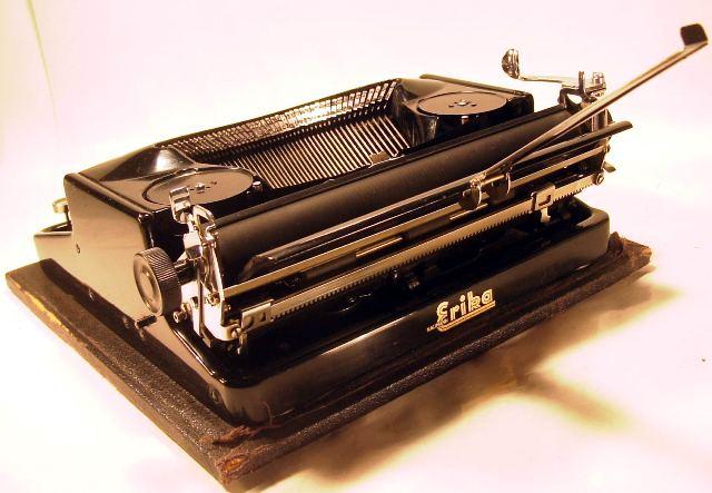 une Machine à écrire ERIKA SS Rimg0012