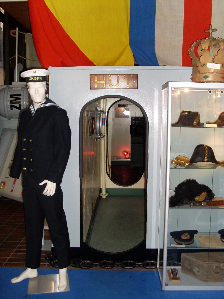 UN PETIT TOUR DANS LE PETIT MUSEE DE ZEEBRUGGE 02210