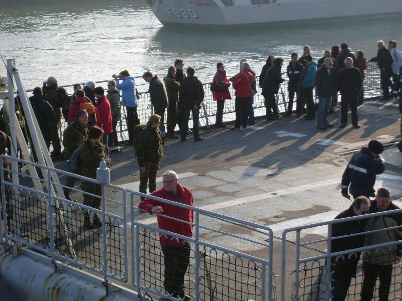 Journée des famille et départ pour Den Helder  Sl373914