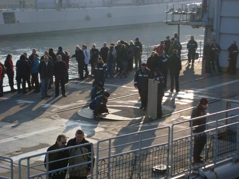 Journée des famille et départ pour Den Helder  Sl373915