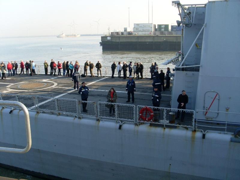 Journée des famille et départ pour Den Helder  Sl373919