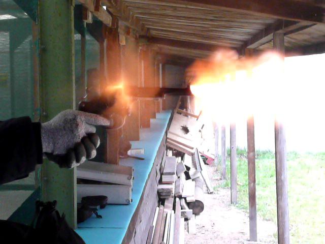 Photos de vos armes au moment du tir Les_fl10