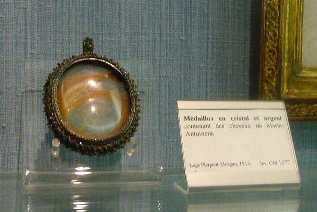 Cheveux de Marie-Antoinette - Page 5 P1010610