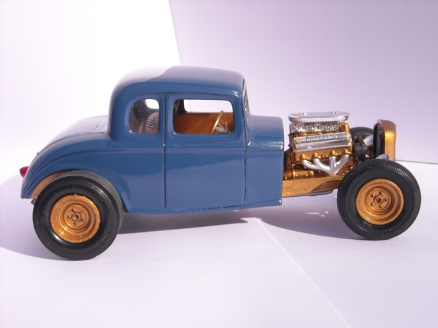 Ford 32  AMT 1/25 810