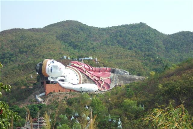Les statues de Bouddha découvertes dans Google Earth The-wo10