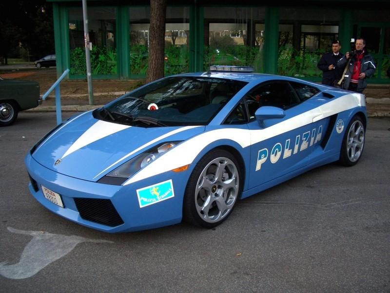 STREET VIEW : véhicules de police du monde - Page 5 Lambor10