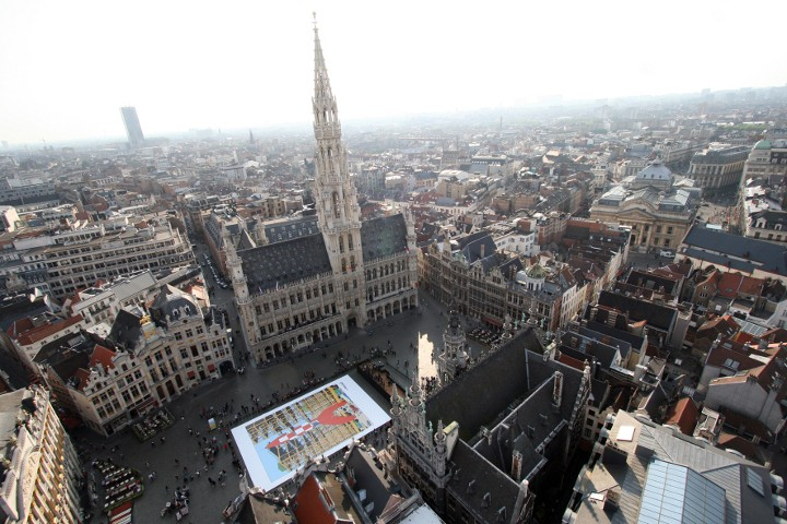 Les parcours BD de Bruxelles, Laeken et Anvers - Page 5 Lune_g11