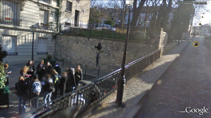 STREET VIEW : Le passe-muraille , rue Norvins , Paris ( FRance ) Passe_10