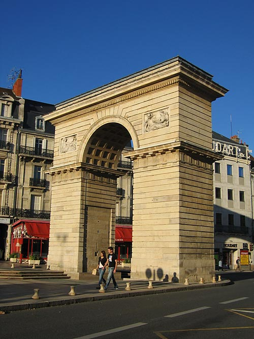 Monument emblématique des villes, région, pays Porte-10