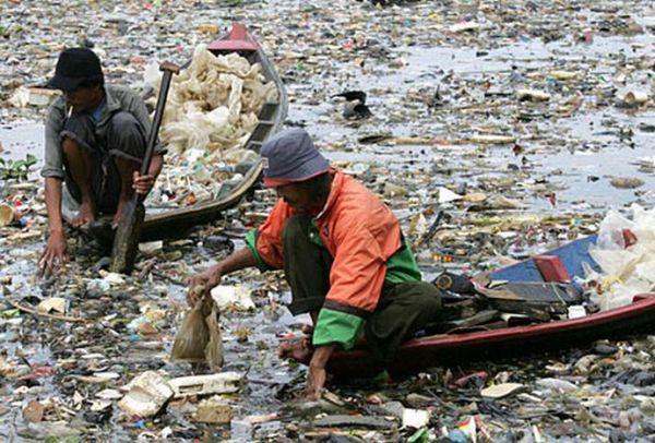 Le fleuve Citarum (Indonésie), le plus pollué du monde Sea-of11