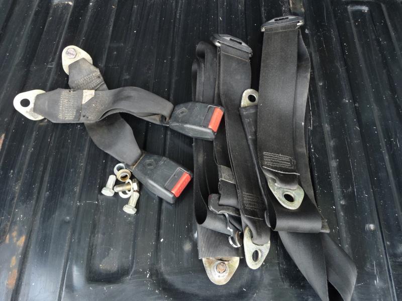Installation de ceintures à l'arrière - Page 3 P1010129