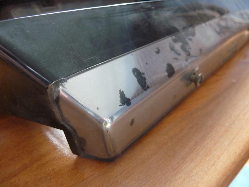 Eclaireur de plaque arrière avec chrome, premier modèle P1010610