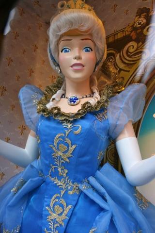 Disney pop up store aux galeries lafayette (du 5/11/2012 au 5/01/2013 ) - Page 4 Img_8521
