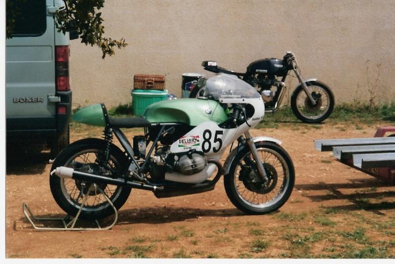 C'est ici qu'on met les bien molles....BMW Café Racer - Page 4 01_frd10