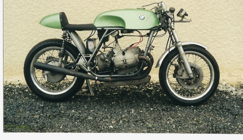 C'est ici qu'on met les bien molles....BMW Café Racer - Page 4 0b1_hd10