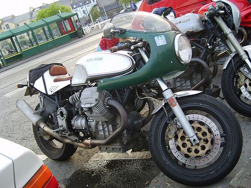 Guzzi... juste l'essentiel des Café Racer - Page 3 77675210