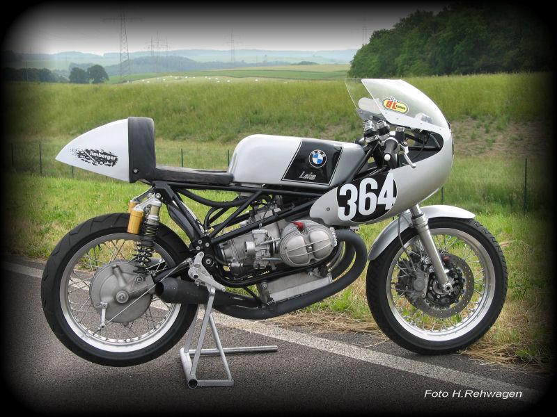 C'est ici qu'on met les bien molles....BMW Café Racer Bmw10-10