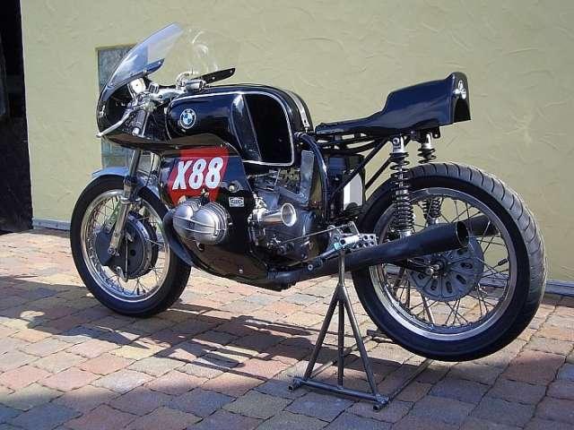 C'est ici qu'on met les bien molles....BMW Café Racer Bmw1010