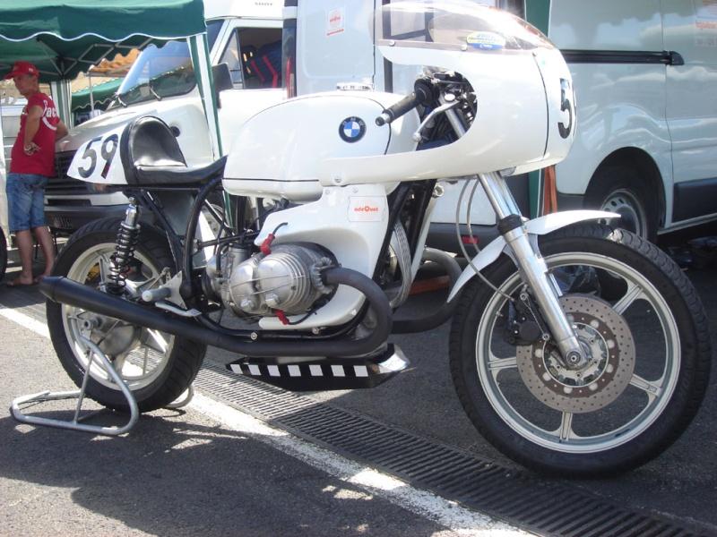 C'est ici qu'on met les bien molles....BMW Café Racer Dsc03710