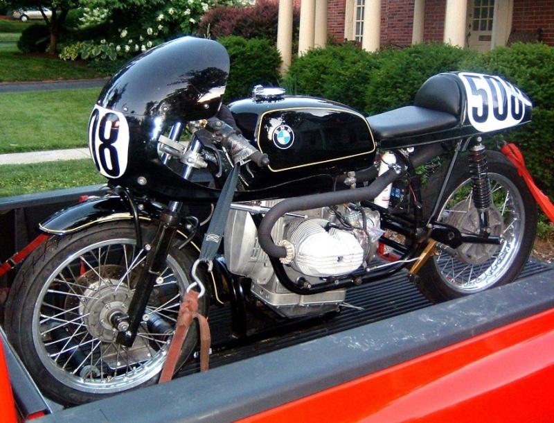 C'est ici qu'on met les bien molles....BMW Café Racer F110