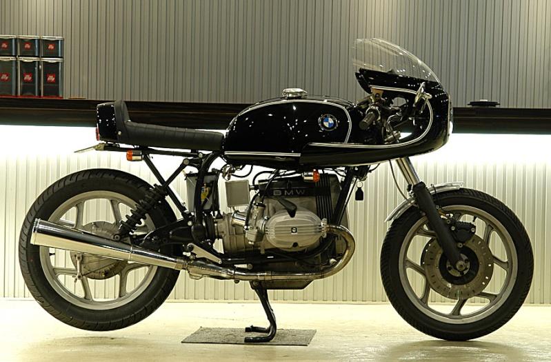 C'est ici qu'on met les bien molles....BMW Café Racer S-rock10