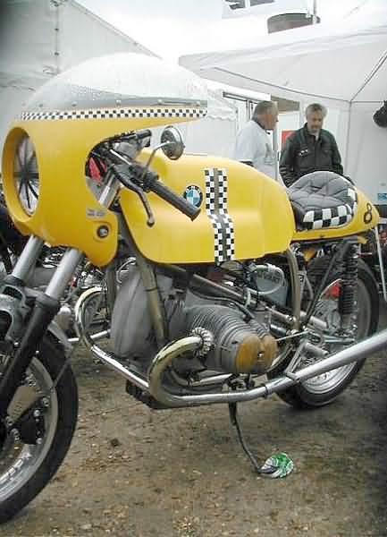 C'est ici qu'on met les bien molles....BMW Café Racer Yellow10