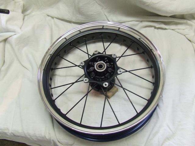 Photos roues à rayons noires Dscf4510