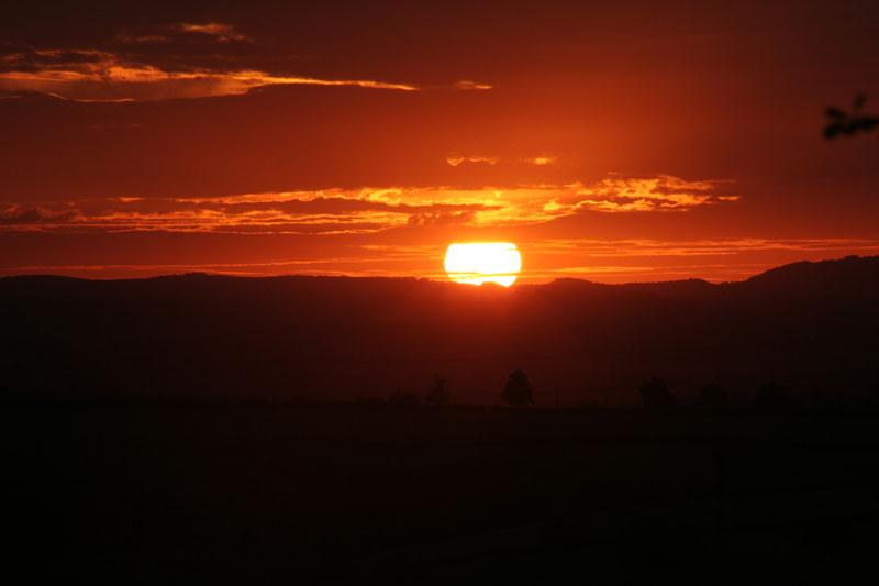 Le soleil a rendez vous avec la Lune... 20050911