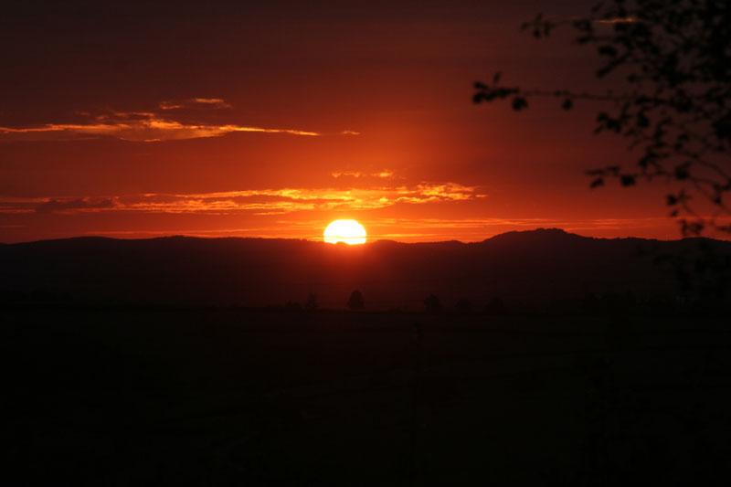 Le soleil a rendez vous avec la Lune... 20050913