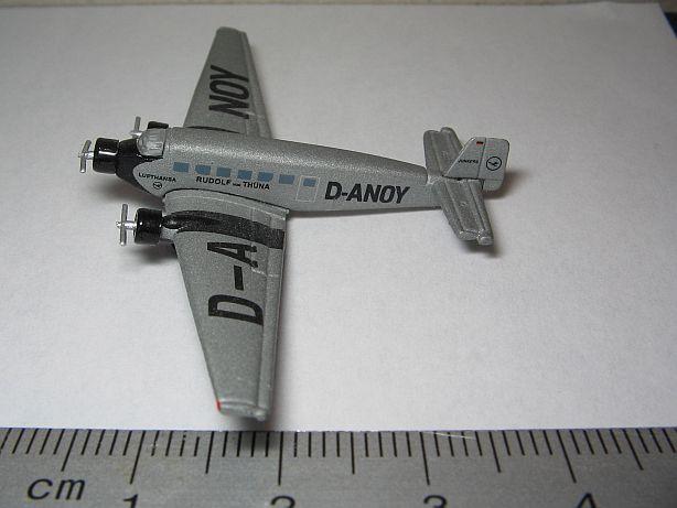 Ju 52 Fertigmodell in 1:500 Fj210