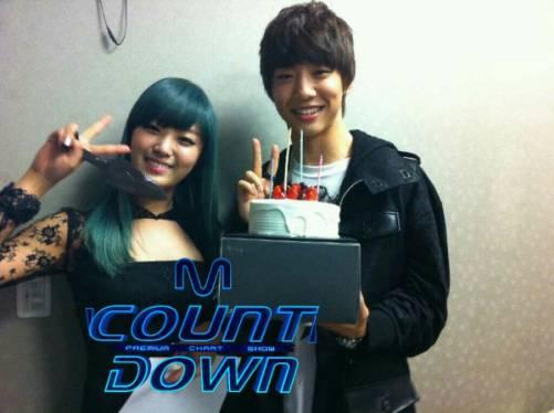 """Song Ji Eun dit au revoir à """"Going Crazy"""" au M Countdown 20110330"""