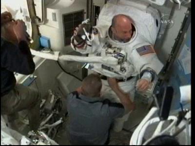 [STS-132] Atlantis : EVA 1, Reisman et Bowen. - Page 3 Vlcsn227