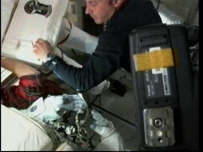 [STS-132] Atlantis : EVA 2, Steve Bowen et Mike Good. Vlcsn229