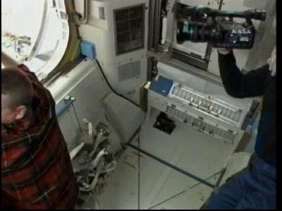 [STS-132] Atlantis : EVA 2, Steve Bowen et Mike Good. - Page 2 Vlcsn230