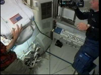 [STS-132] Atlantis : EVA 2, Steve Bowen et Mike Good. - Page 2 Vlcsn232