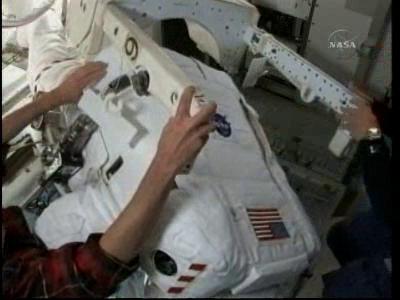 [STS-132] Atlantis : EVA 2, Steve Bowen et Mike Good. - Page 2 Vlcsn236